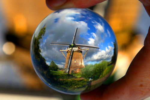 fer1972:  The World through a Crystal Ball by Kees Straver