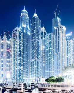 n-e-v-e-r-give-in:  Dubai Marina