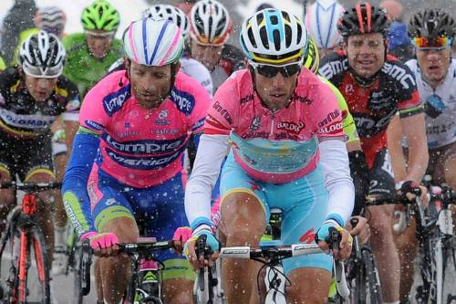suitcaseofcourage:  Hard core. Maglia Rosa group rides through the snow on Col du Galibier