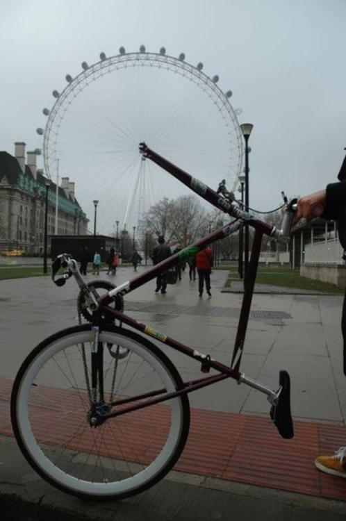 thisbigcity:  How to cheer yourself up if you get your wheel stolen in London.