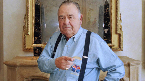 "breakingnews:  Comedian Jonathan Winters died in California at age 87 AP: Comedian Jonathan Winters died Thursday evening at his Montecito, Calif., home of natural causes, a family friend said. He was 87.  Winters was a master of improvisational comedy, with a grab bag of eccentric personalities and facial expressions. Characters such as the dirty old lady Maude Frickert were based on people Winters knew growing up in Ohio. He was introduced to millions of new fans in 1981 as the son of Williams' goofball alien in the final season of ABC's ""Mork and Mindy.""  Photo: AP via nbclosangeles.com  A true legend. Rest in peace."