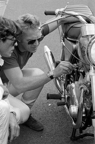 Lifestyle of the Unemployed  Steve McQueen pictured with a '72 Norton 'Combat' Commando 750.