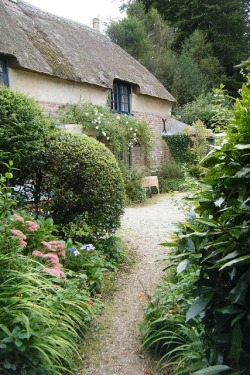 Hardy's Cottage by Dorset Coastal Cottages on Flickr (via Poetic Dwellings)