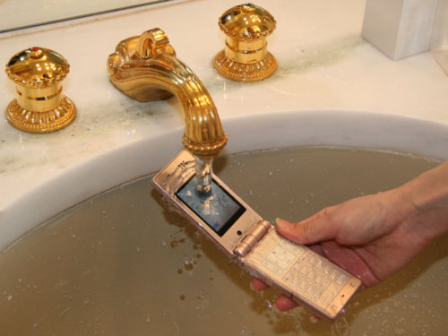 WHy wOULD YoU EvEN iMAGINe DoInG THIs To SUCh A PREcIOuS PHONE.
