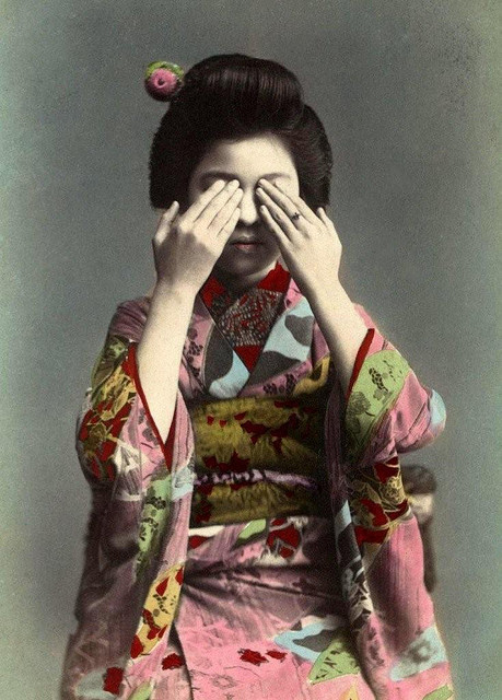 THE GEISHA WHO REFUSED TO LOOK by Okinawa Soba on Flickr.