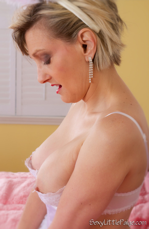 It's #TittyTuesday time! ;) #milf #nsfw