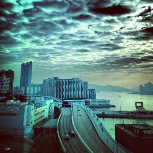 #kowloon #hongkong #hk #sea #road #sky #cloud #instagram #webstagram