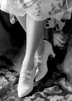 soyouthinkyoucansee:  In B/W 1920's Strapped Shoes