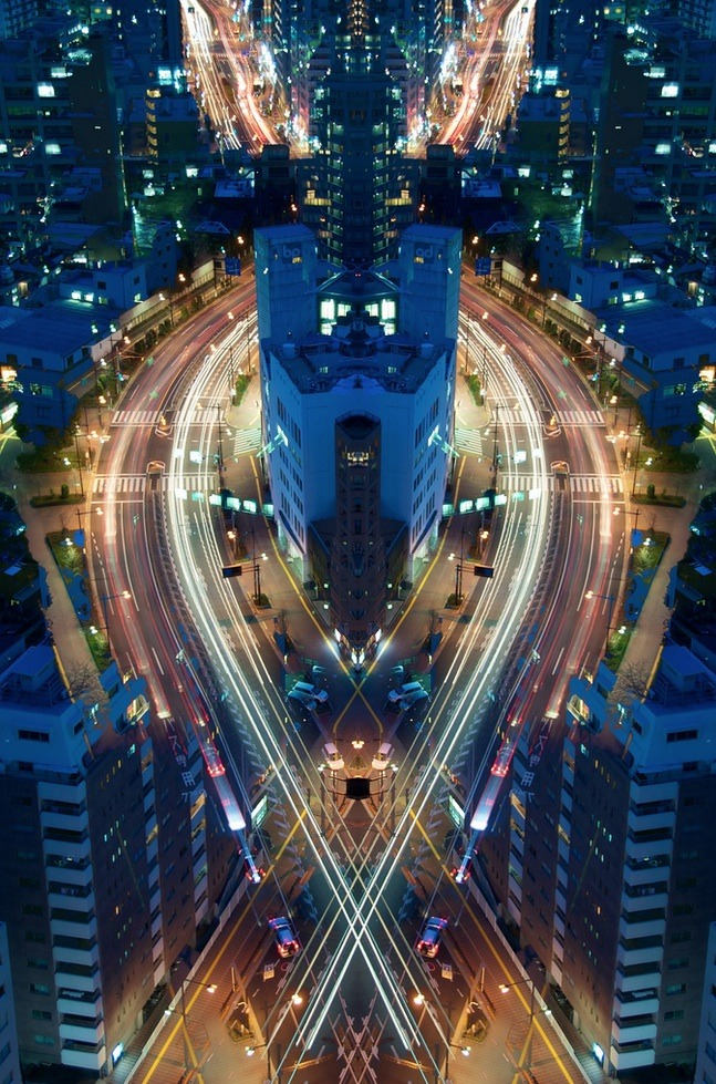 Photoblog Spotlight: Graffiti of Speed/Mirror of Symmetry Shots taken in Tokyo by Japanese photographer Shinichi Higashi. Check more from his blog.