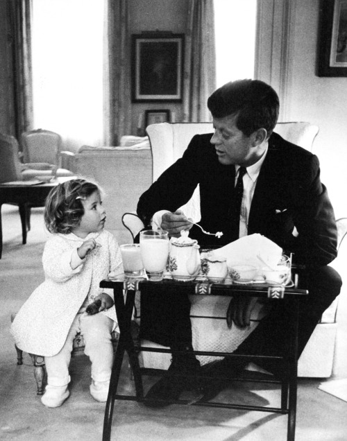 bygoneamericana:  President Kennedy has a breakfast conference with his daughter, Caroline, in the residence area of the White House in 1961. By Charles Del Vecchio