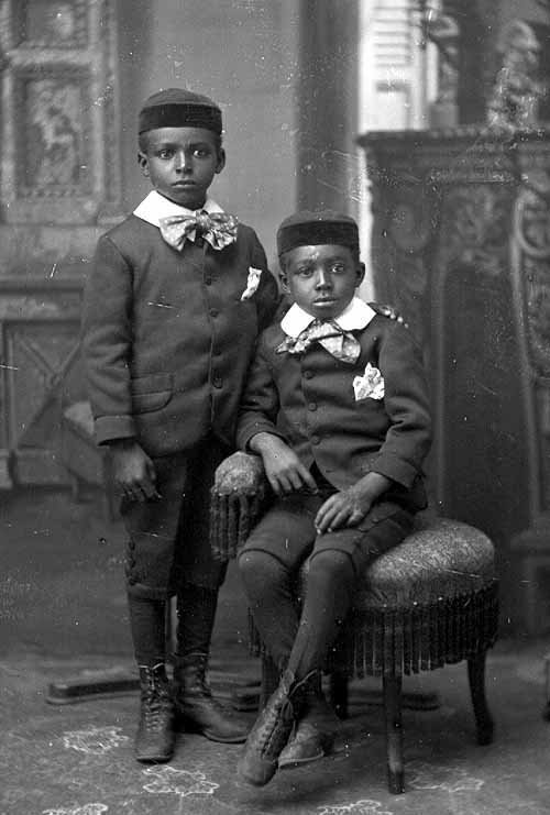 Names unknown (circa 1900s)Via Vintage Black Folk