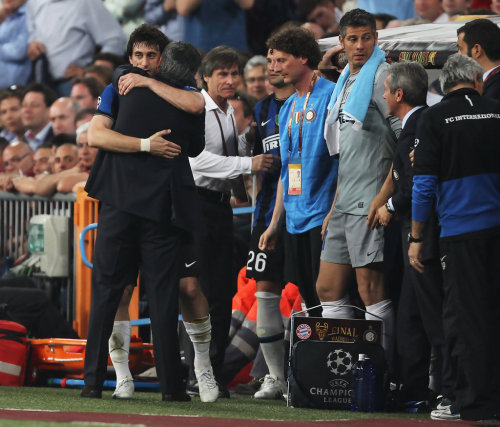 Diego Milito is embraced by Jose Mourinho as he is substituted during the UEFA Champions League Final match between FC Bayern Munchen and Inter Milan at the Estadio Santiago Bernabeu