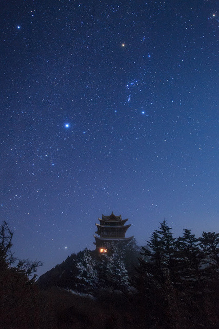 spacettf:  Gems of winter sky by Jeff Dai on Flickr.