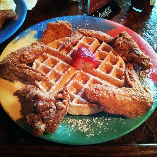 Starting my day in Texas with chicken and waffles with @harrisonnguyen @c_everson !! (at the breakfast klub)