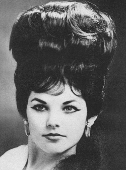ladiesofthe60s:  Priscilla Presley looking gorgeous with her enormous mane, 1960.