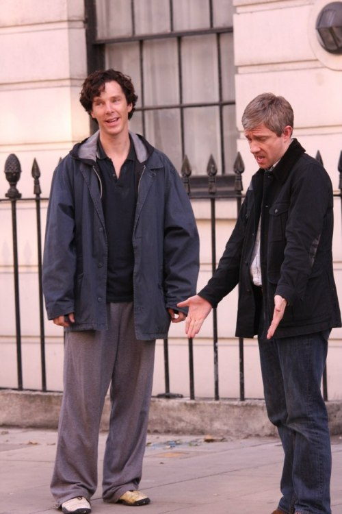 johnlockandshizz:  Martin: But your shoes don't match! Ben: Meh.