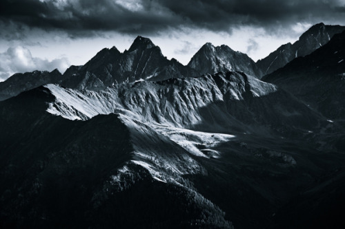 anchordivision:  (via Monochromatic Alps on Photography Served)