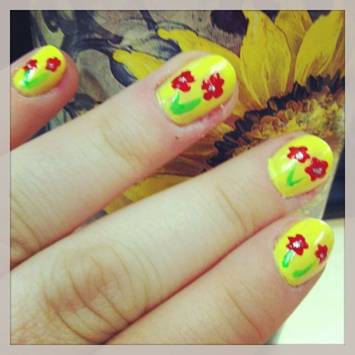 Some spring time nails to brighten up this rainy week :)