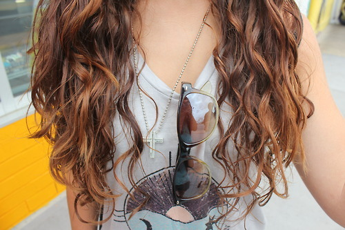 Curls | via Tumblr on We Heart It - http://weheartit.com/entry/62134002/via/chelssie   Hearted from: http://hellofridayyy.tumblr.com/post/50976376001