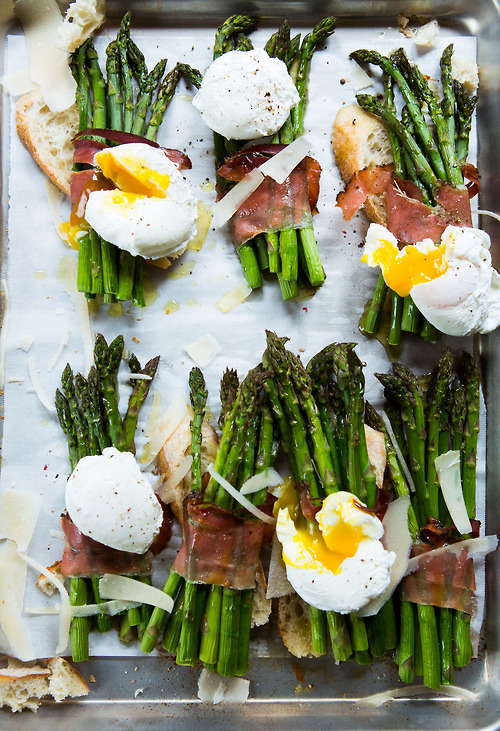 foodopia:  asparagus with poached eggs and smoked ham: recipe here