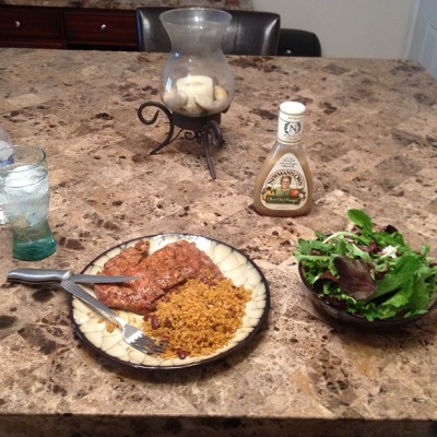 #healthylife #uaintboutthat #ribeye #diet u should #tryit #baby #spring mix #oliveoil n vinegar dressing #foodporn #chefclassic n the #h20 #lunchtime