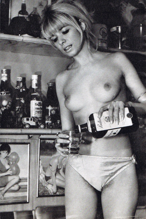 Retro topless party