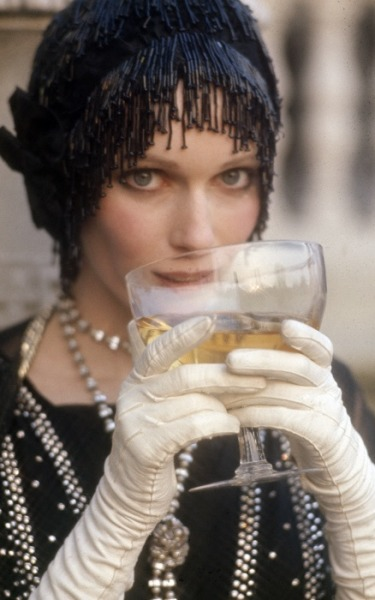 suchaprettyworld:  Mia Farrow as Daisy Buchanan in The Great Gatsby (1974).