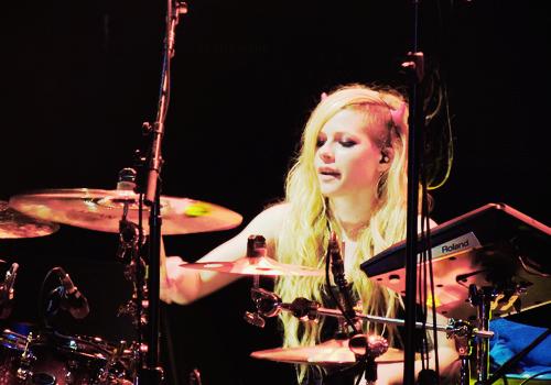 dearlavigne:  playing drum inBelo Horizonte, Brazil (03 May 2014)