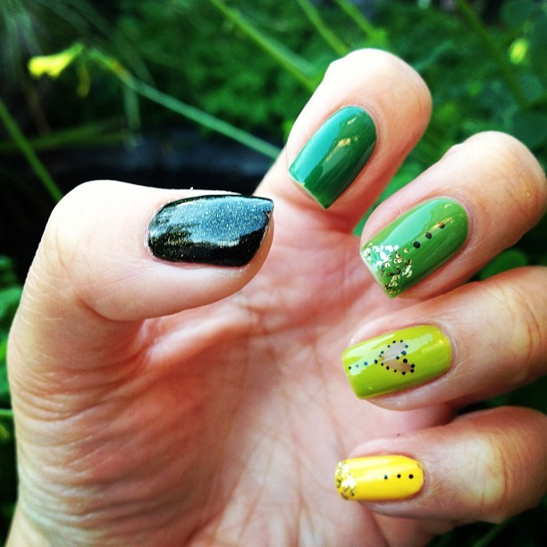 I think I really like the color #green. 🙈 #nailart #nails #instafashion #spring #hipster #glitter #cute #opi