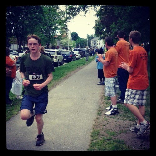 Cheering on the runners #WalkOrRunForTheHomeless (at Elm Park)