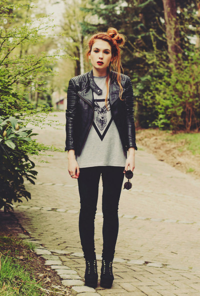 lookbookdotnu:  A kiss with a fist is better than none (by Silvy J.)  City girls always appreciate a well blacked-out outfit…