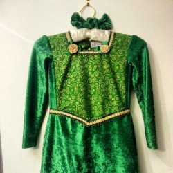Ready for a princess fiona :) #birthday #shrek #fancydress #dressmaking #kids #fiona #green #velvet #princess