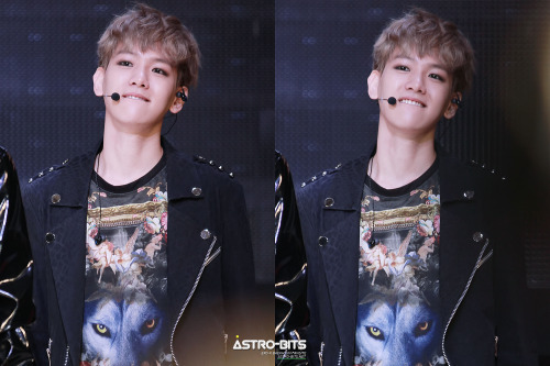 dailyexo:  Baekhyun - 130406 Seoul Girls Collection 2013 S/S - 10/49 Credit: Astro Bits. (서울걸즈컬렉션 2013 S/S)