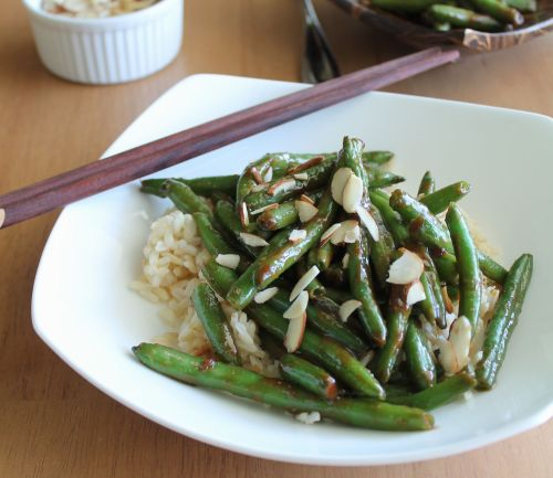 findvegan:  Asian style green beans on brown rice