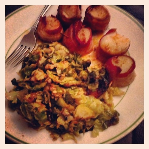 #wifey @toke777 made me a  paleo dinner. Bacon wrapped scallops w/ Brussel sprouts in a garlic lemon sauce. #lucky  (at Mo Better Bungalow)