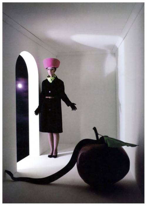 christinerod:  Snake and apple by Melvin Sokolsky Harper's Bazaar, 1964.