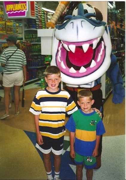 frickyeah1990s:  some bros chilling with a Street Shark at Toys R Us