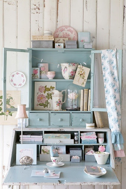 dyingofcute:  cottage desk
