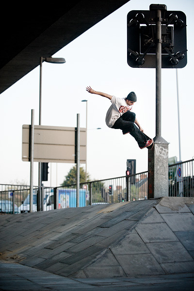Chris oliver with a nosepick on Charlton hip. Photo - Sam Ashley. Sickest photographer in skateboarding.