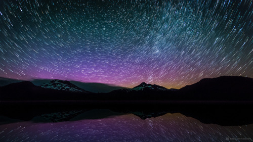 brutalgeneration:  Aurora Borealis Trails (by tobyharriman)
