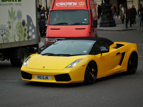 Move, you peasant! Starring: Lamborghini Gallardo Spyder (by kenjonbro)