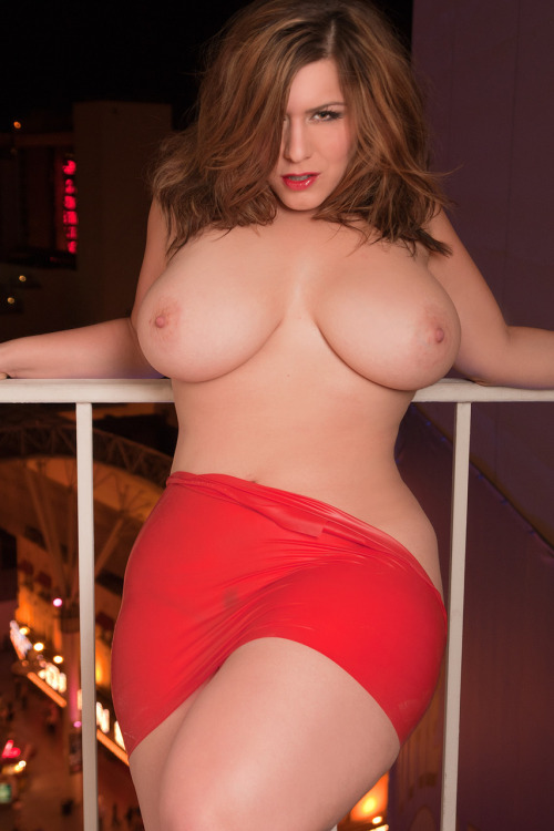 juicycurvyculonas:  MMMMMMMMM London