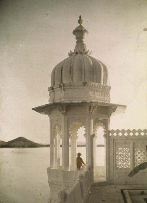 natgeofound:  View of the Palace of Maharaja's pond from the Island of the Sultans in Udaipur, India, 1923.Photograph by Jules Gervais Courtellemont, National Geographic
