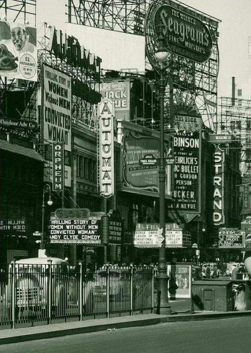 fuckyeahvintage-retro:  New York City, 1940