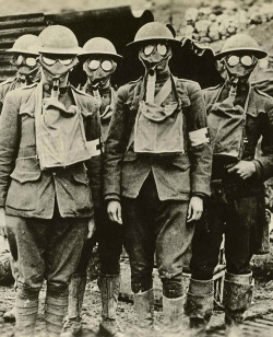 American soldiers of the 42nd Division with gas masks. Essey, France, 1918. NMHM