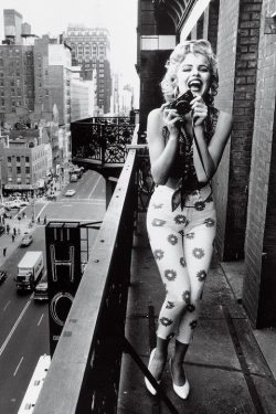 Marilyn Monroe | via Tumblr on We Heart It - http://weheartit.com/entry/59824111/via/MJoeFM   Hearted from: http://mywonderfulwonderworld.tumblr.com/post/49085586883