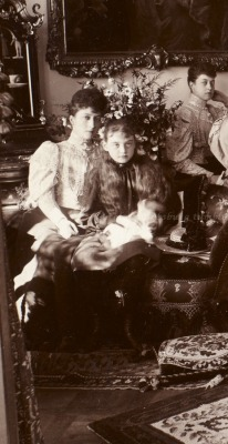 Royal cousins : Princess Maud of Wales (later Queen of Norway) with sister Princess Victoria and little cousin Princess Alexandra of Hanover, later Grand Duchess of Mecklenburg Schwerin). Mids 1890s