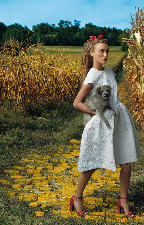bohemea:  Keira Knightley - Vogue by Annie Leibovitz, December 2005