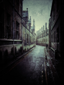 juliancalverley:  #iphoneonly - The irresistible Trinity Lane, Cambridge.
