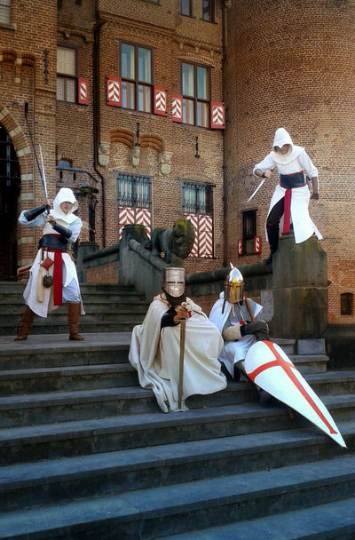 Altair (left) by isabel Altair (right) by samhawkeye Photography by lisatjuh